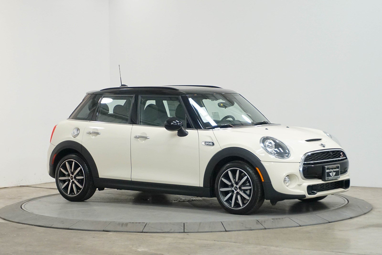 New 2019 MINI Signature Line Hardtop 4 Door Cooper S